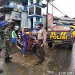 Sinergitas TNI Polri Terwujud Dalam Pembagian Masker Gratis Di Wilayah Hukum Polsek Moga
