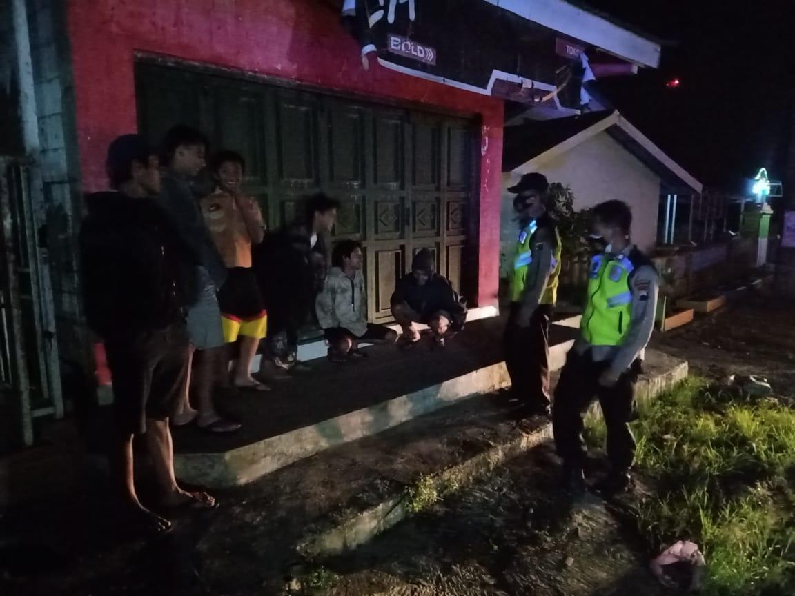 Patroli Malam Hari,Polisi Bina Remaja