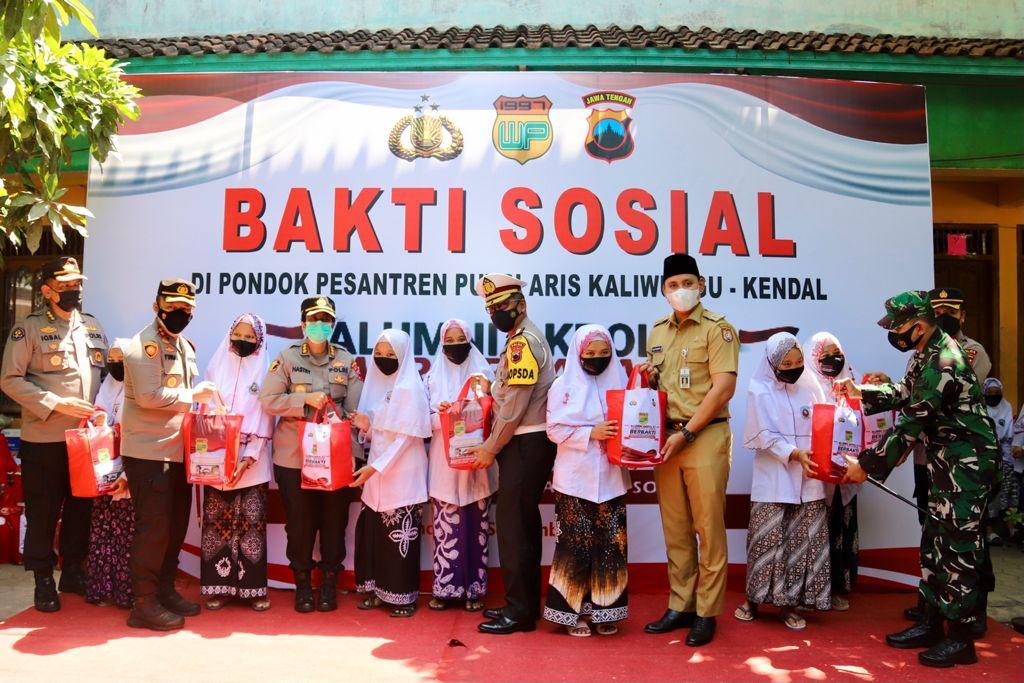 Kapolda Jateng Kunjungi Ponpes Ari Kaliwungu, Dalam Kegiatan Baksos Dan Vaksinasi Alumni AKPOL 97